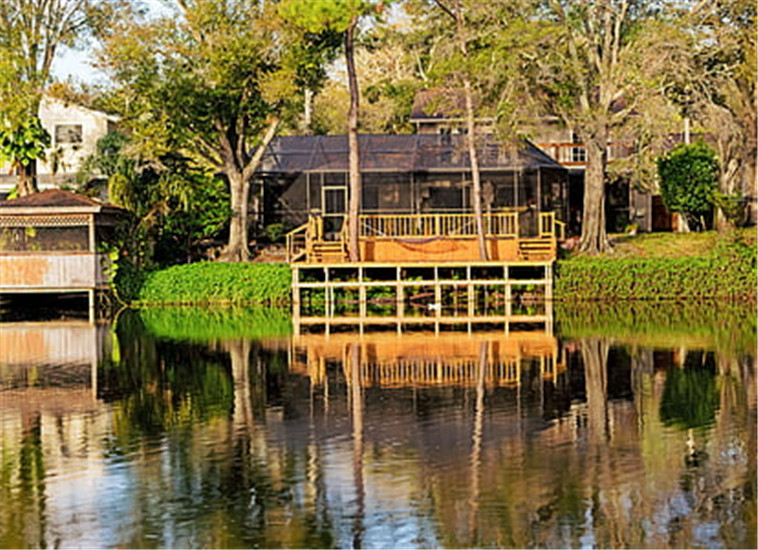 house-lake-house-forest-jetty-thumb.jpg